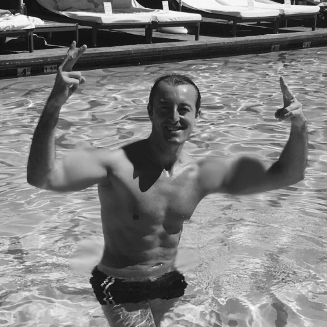 Prince Mario-Max Schaumburg-Lippe. Thumbs Up for Social Media!